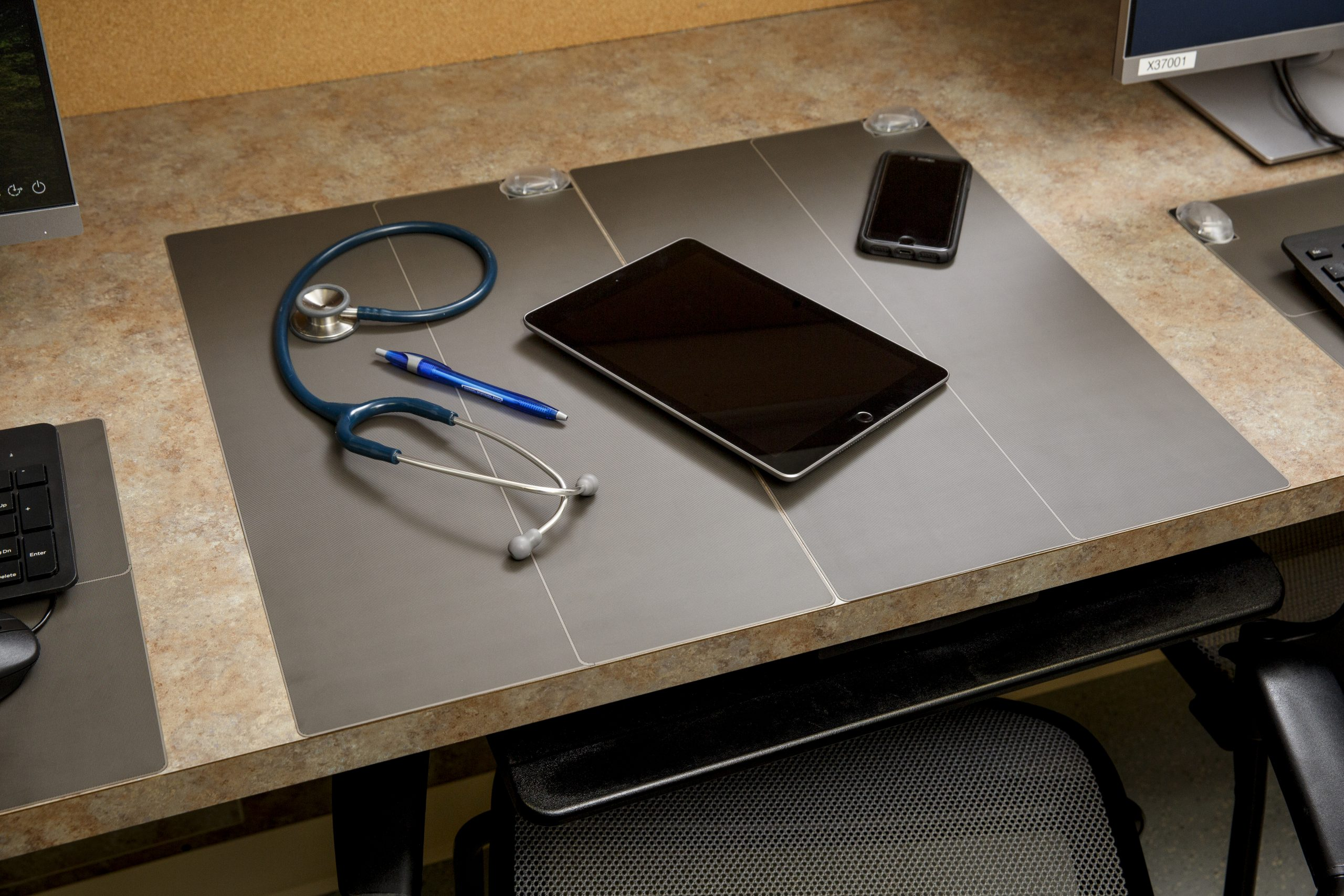 Gen1_CleanSurface_Mat_Office_Workplace_Healthcaare