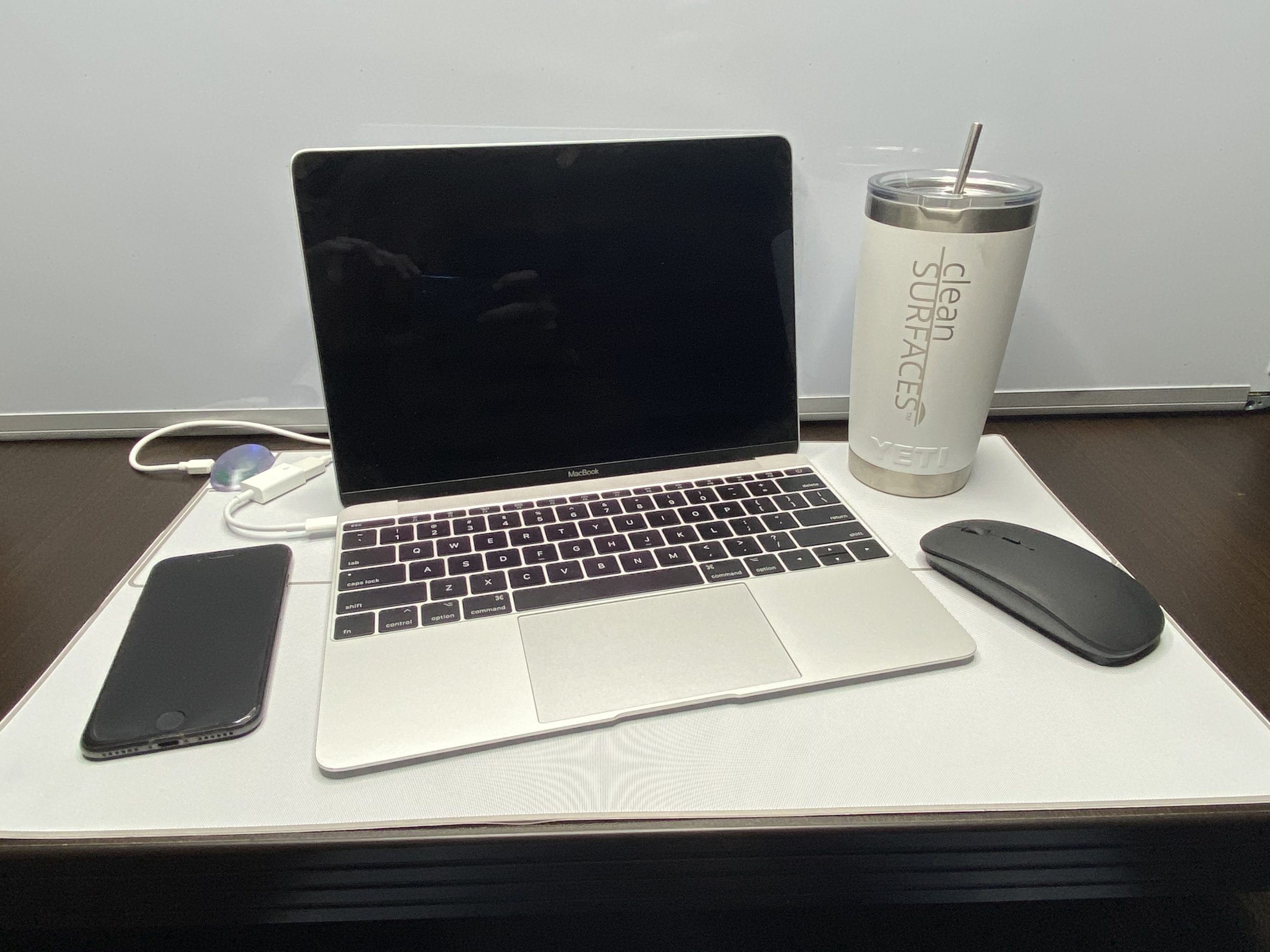 Desk_CleanSurface_Gen2_IMG_3649